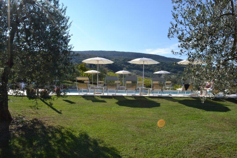 giardino-piscina-sangimignano