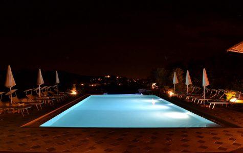 piscina-notturna-campagna-toscana